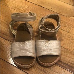 TOMS Sandal adorable!!!! Size 6